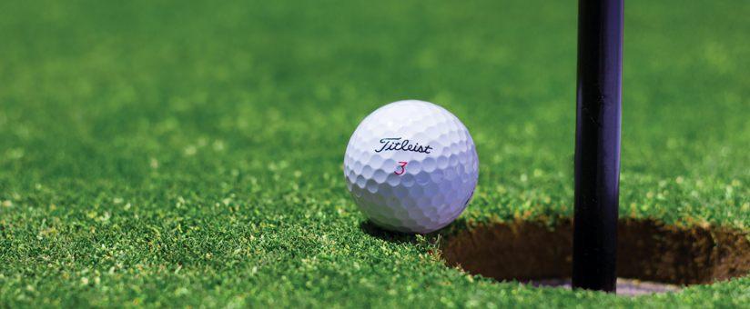 balle-de-golf-sur-le-green