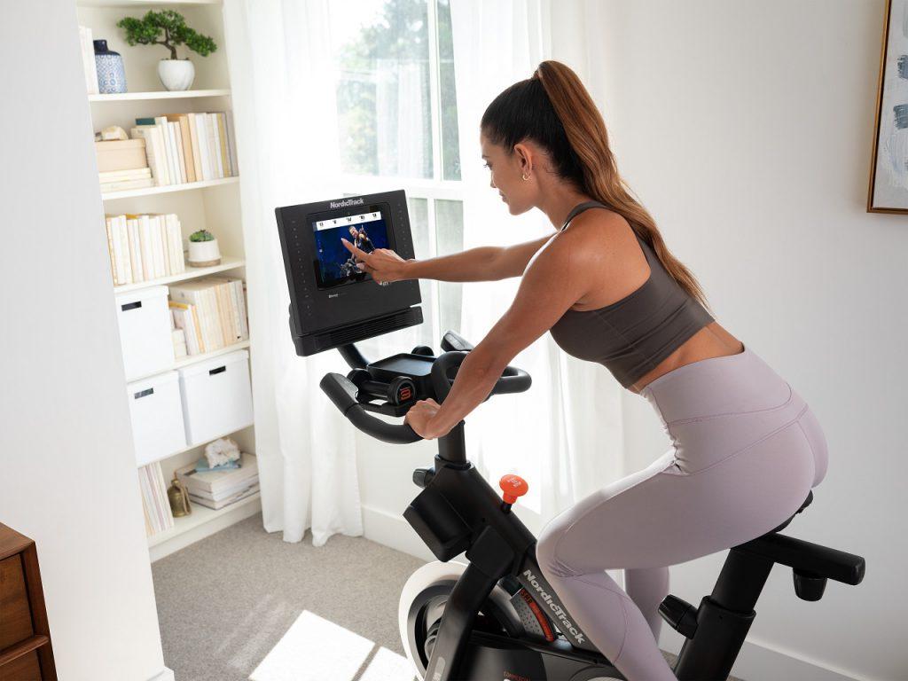 L'attribut alt de cette image est vide, son nom de fichier est Comment-choisir-votre-vélo-indoor-en-fonction-de-vos-objectifs--1024x768.jpg.